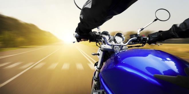 Vlete na motorku jedine vtextilnom moto oblečení